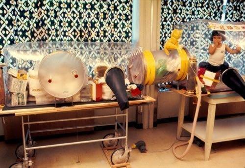 Мальчик, который прожил всю свою жизнь как космонавт на чужой планете