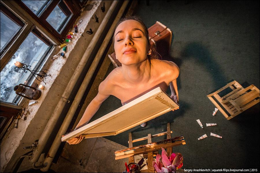 Как пишут картины грудью Обнаженная живопись.