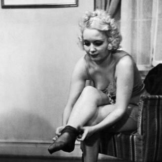 Инструкция 1937 года Как правильно раздеваться перед мужем.