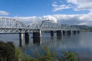Zheleznodorozhnyjj_most_the_railway_bridge_over_the_Yenisei_in_Krasnoyarsk_Russia_view_from_the_left_bank