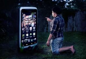 prichiny-pochemy-ne-nugny-bolshie-smartfony-3