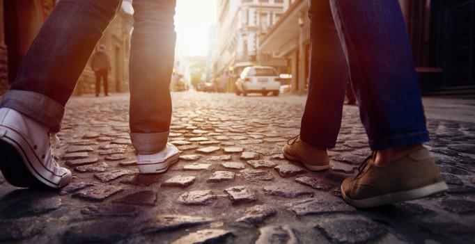 Психически неустойчивых людей можно узнать по походке