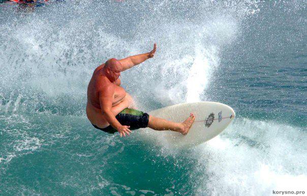 Тяжелые волны! Серфер весом 180 килограммов!