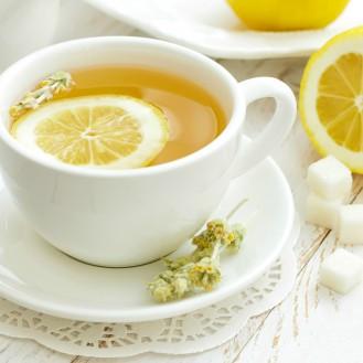 Почему лимон осветляет чай?