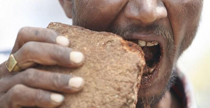Почему люди едят землю?