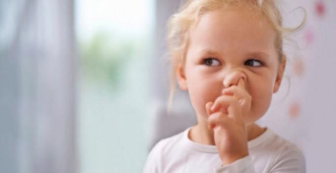 Почему дети едят козявки: изумительный ответ известного доктора !