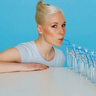 Что будет, если пить по 4 литра воды в день