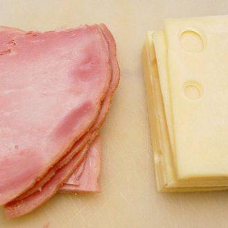Мясо и сыр губят здоровье так же, как никотин