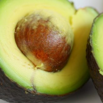 Почему вам нужно есть авокадо каждый день