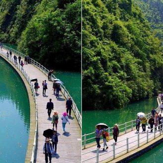 Прогулки по воде пешеходная дорожка, построенная по руслу реки