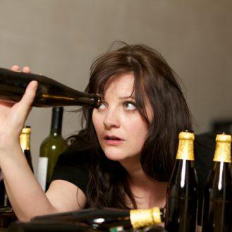 У алкоголичек мозг повреждается быстрее чем у мужчин