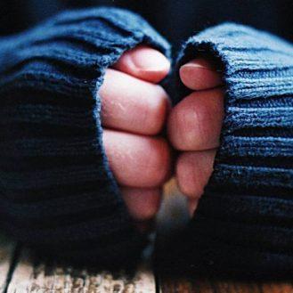 Холодные руки в любое время года: в чем причина (и что делать)