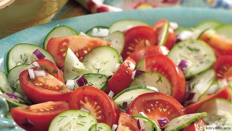 Вот почему нельзя есть огурцы и помидоры в одном салате!
