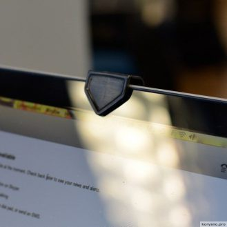 Почему нам всем надо залепить камеру на своем ноутбуке