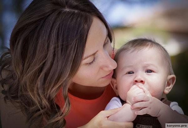 Молодые мамы забивают «Фейсбук» снимками детей не от хорошей жизни