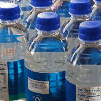 «Обратный карантин». Почему люди думают, что бутилированная вода лучше водопроводной?