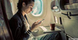 Названы самые загрязненные микробами места в самолете