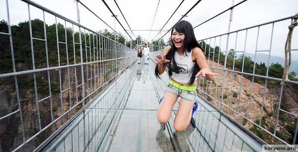 Самый высокий и длинный стеклянный мост в мире