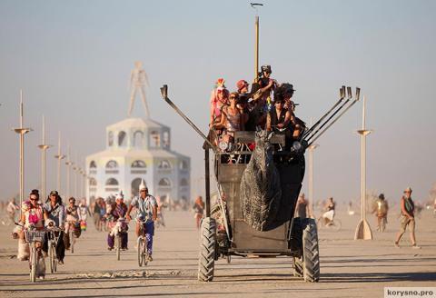 Почему миллиардеры Кремниевой долины так одержимы фестивалем Burning Man?