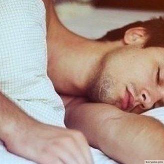 Почему мужчинам полезно спать без белья?