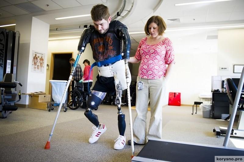 В 24 года он остался без рук и ног, но не сдался