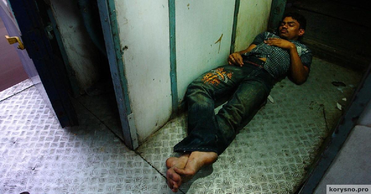 Ужасы ночной жизни на вокзалах Индии. Место не для впечатлительных...