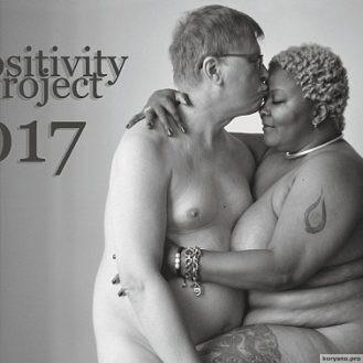 Фотограф представила провокационный календарь с обнаженными пышками