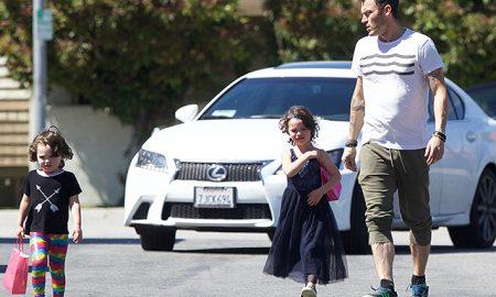 Звёздные родители, которые наряжают своих детей в одежду другого пола (фото)
