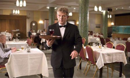 Я — официант, и могу отличить нормального мужчину от мудака по 5 признакам