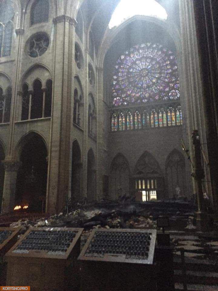 Что погибло и что уцелело в соборе Парижской Богоматери. Фотографии