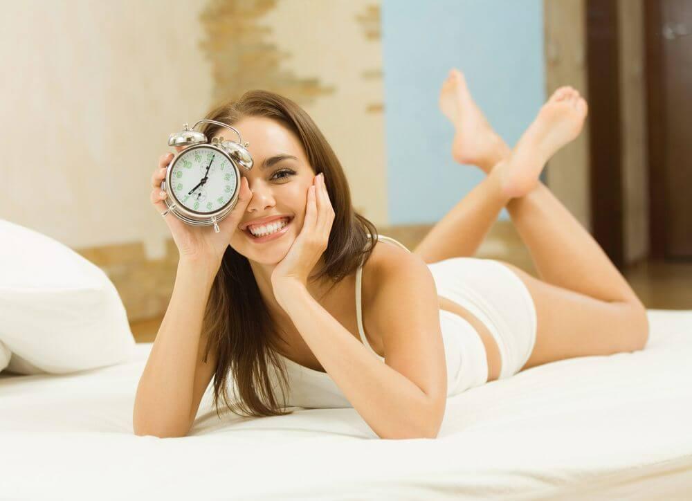 Успеть за 20 секунд: 8 быстрых лайфхаков, чтобы просыпаться красивой