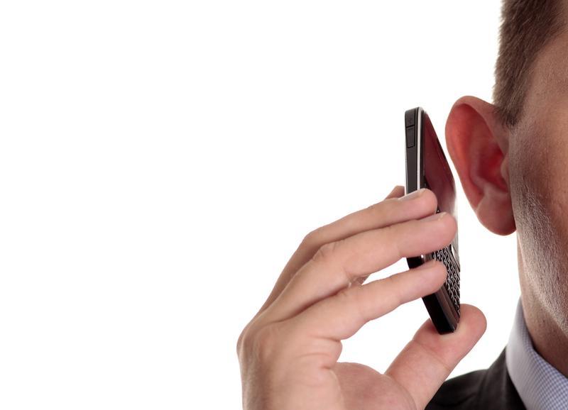 7 признаков того, что ваш телефон прослушивается