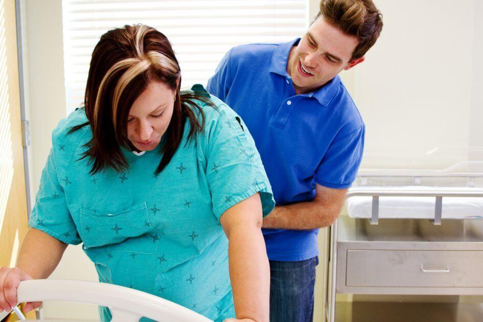 Муж – в обмороке, жена – в агонии, врач – в шоке: стоит ли соглашаться на партнерские роды?