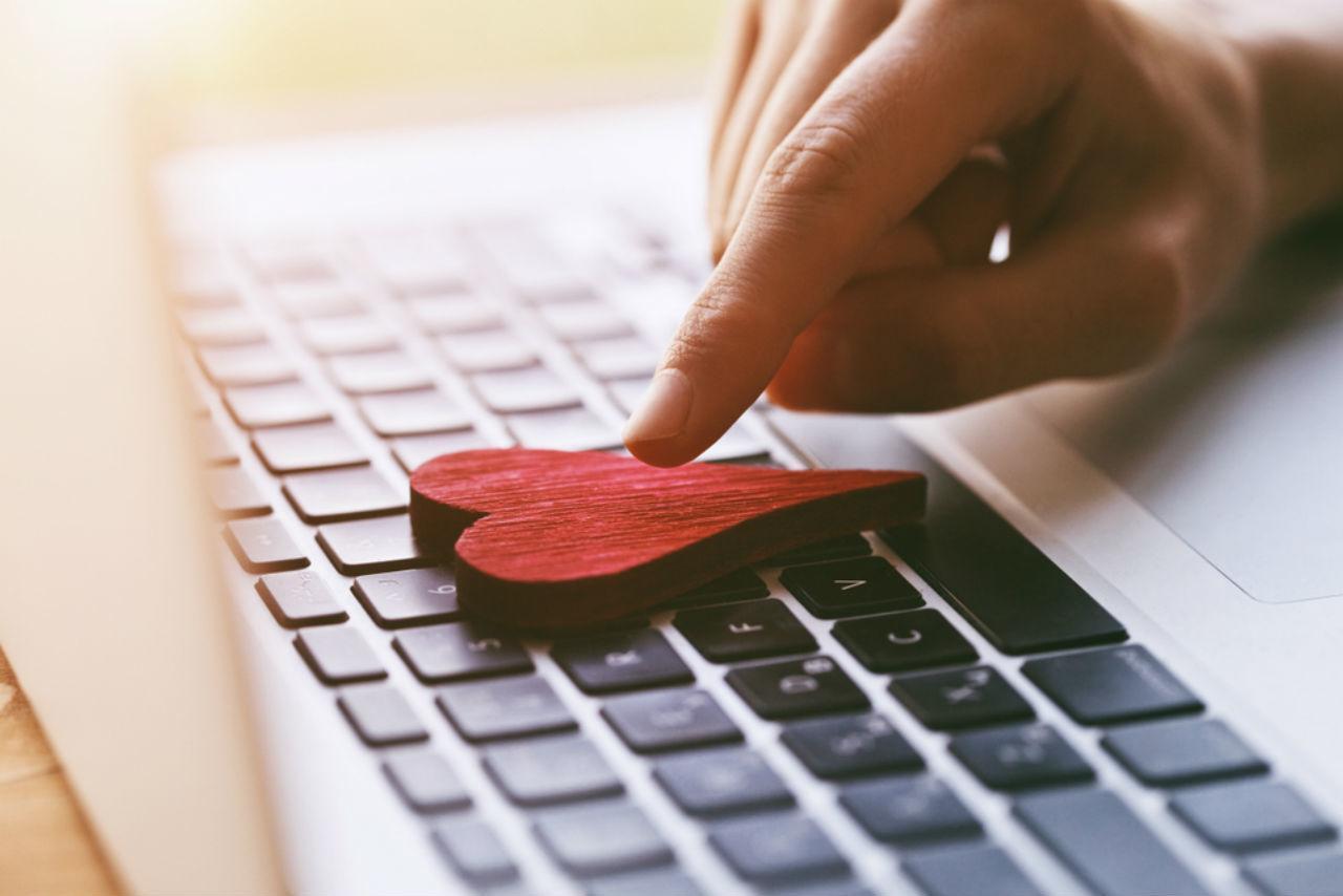 Затянувшийся онлайн-роман: как выманить мужчину из виртуального мира в реальный
