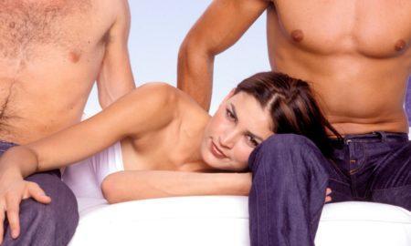 Любовный треугольник: что делать, когда хочется секса втроем?