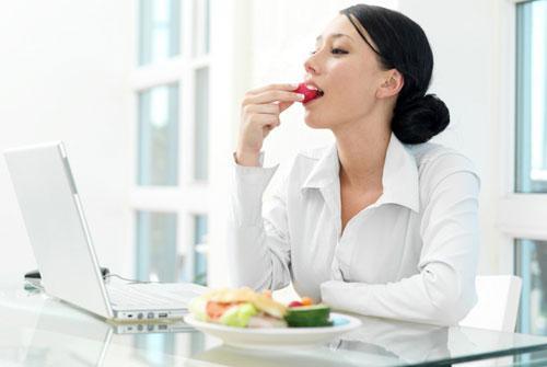 Как утолить голод на работе без вреда для фигуры
