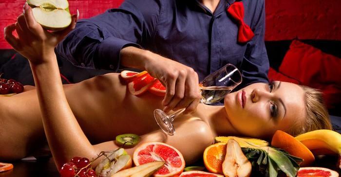Сексуальные игры и еда
