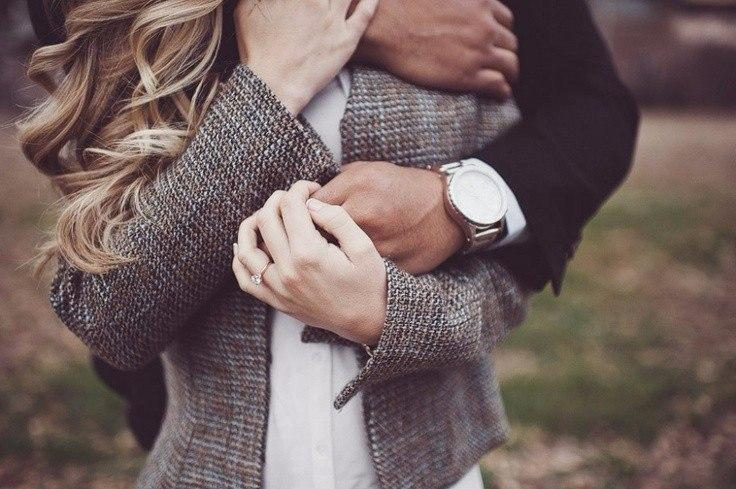 Способы, которыми мужчина признается вам в любви без слов