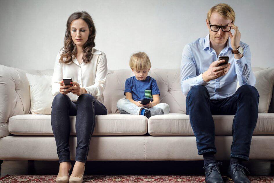 Мама, дай пройти уровень: как бороться с детской интернет-зависимостью?