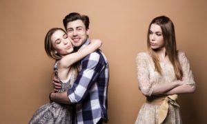 Призраки бывших подружек: как перестать ревновать к ним партнера