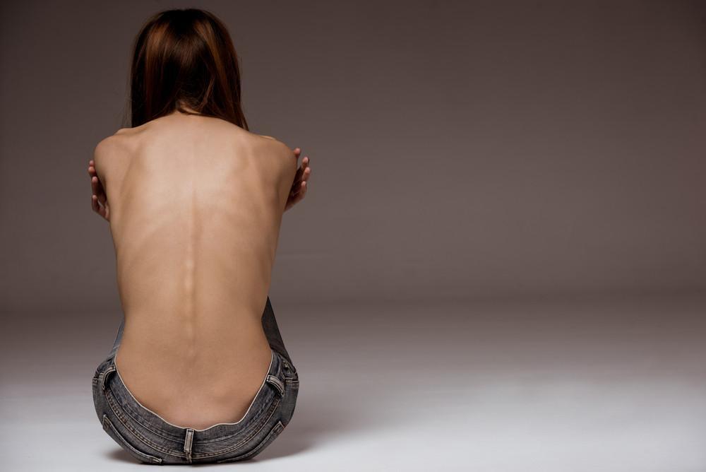 Почему возникает анорексия?