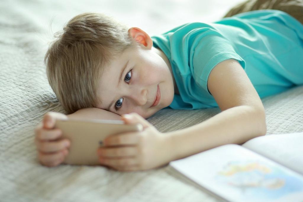 9 способов отвлечь ребёнка от смартфона