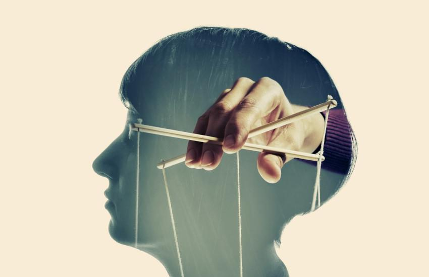 Как распознать и остановить манипуляцию