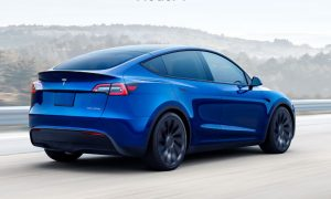 Обновлённая Tesla Model S получила штурвал вместо руля и сумасшедшую динамику