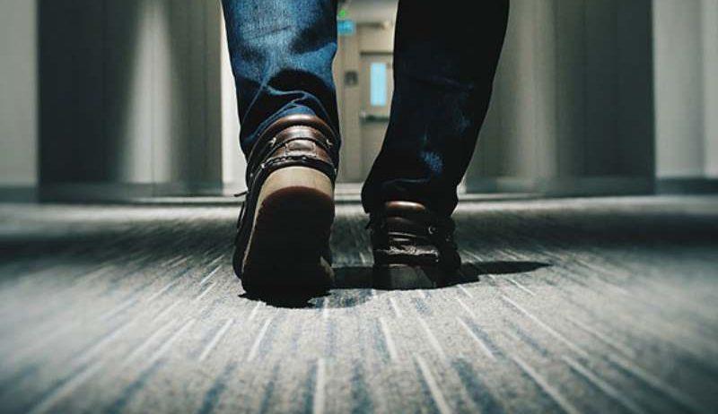 Вот почему американцы ходят дома в уличной обуви
